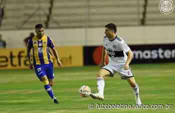 Na estreia de Adebayor pela Libertadores, Olimpia e Delfín ficam no empate - LANCE!