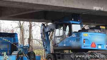 Kurioser Unfall: Bagger bleibt an Brücke hängen - echo24.de