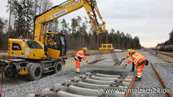 Burgkirchen: Gleiserweiterung am Chemiepark: Schienenverlegung erfolgt planmäßig | Burgkirchen an der Alz - innsalzach24.de