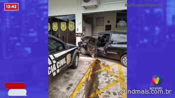 Homem morre após bater carro em delegacia de Rio Negrinho - ND