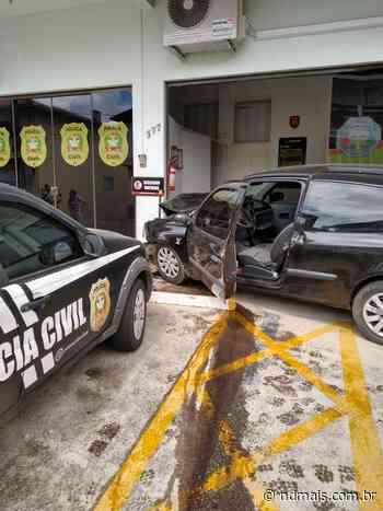 Homem morre ao colidir carro em Delegacia de Polícia de Rio Negrinho - ND