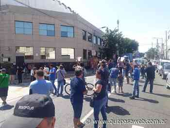 Villa Lynch: Trabajadores despedidos de TSU Cosméticos reclaman el pago de deudas por acuerdos - Que Pasa Web