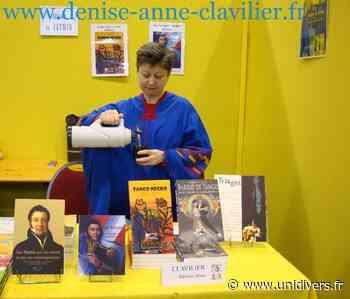 Denise Anne Clavilier en dédicace à Saint-Germain lès Arpajon Espace Olympe-de-Gouges - Unidivers