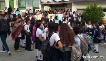 Paro escolar indefinido en el colegio San Pablo de Pueblo Rico, Risaralda - Caracol Radio