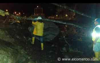 Un carril está cerrado por el deslave en la vía Baños-Puyo - El Comercio (Ecuador)