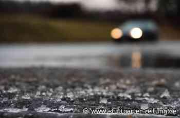 Eisglatte Straße in Tamm - Opel prallt gegen Hauswand - Stuttgarter Zeitung