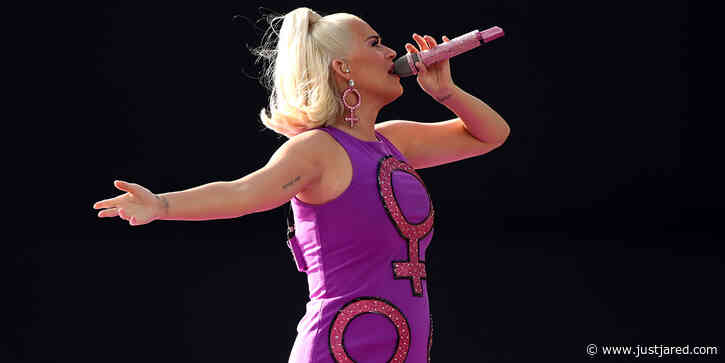 Pregnant Katy Perry Performs at ICC Women's T20 Cricket World Cup Final!