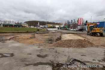 Bagger in Meerane: Kreisverkehr wird in Kreuzung umgebaut - Freie Presse