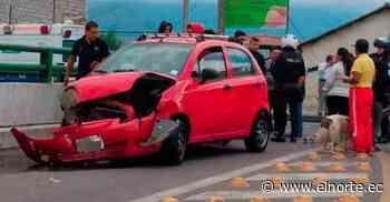 Una persona resultó afectada por choque de automotores en Atuntaqui - Diario El Norte