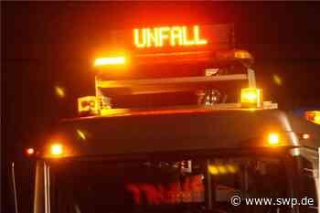 Unfall zwischen Dotternhausen und Roßwangen: Auto überschlägt sich: Fahrer wird schwer verletzt - SWP
