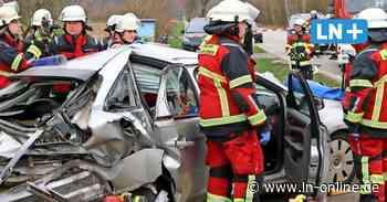 Vier Verletze bei Schwarzenbek - 83-jähriger Fahrer kracht mit Wucht auf Abbieger - Lübecker Nachrichten
