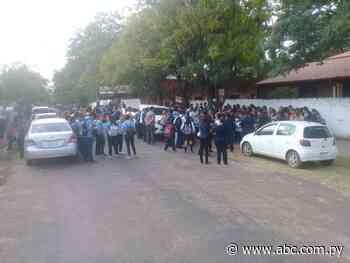 Padres toman escuela de Guarambaré - Nacionales - ABC Color