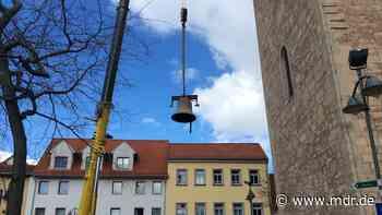 Sondershausen verabschiedet sich von Kirchenglocke - MDR