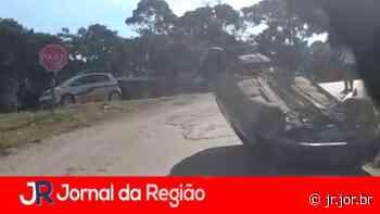 Carro capota em Campo Limpo Paulista - JORNAL DA REGIÃO - JUNDIAÍ