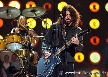 Foo Fighters: Seht hier einen ihrer ersten Live-Auftritte, die jemals aufgenommen... - Musikexpress