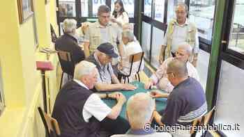 Castel Maggiore, anziani chiacchierano in gruppo: arriva la polizia a separarli. A San Lazzaro smontati i canestri - La Repubblica