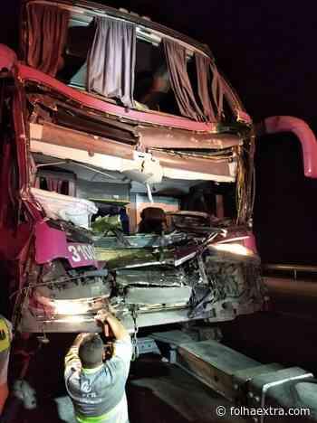 Nove ficam feridos em acidente com ônibus de lojistas de Wenceslau Braz - Folha Extra