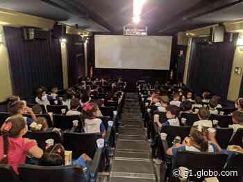Cinema itinerante exibe filmes gratuitos para estudantes em Boituva - G1