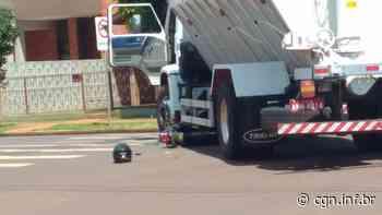 Moto para embaixo de caminhão após colisão em Palotina - CGN