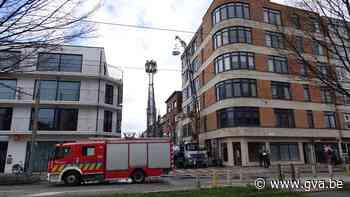 Dakwerker gewond nadat oplader is ontploft in Berchem - Gazet van Antwerpen