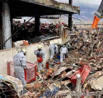 Incendio Postal: conclusi i lavori di bonifica. Struttura devastata - La Voce di Bolzano