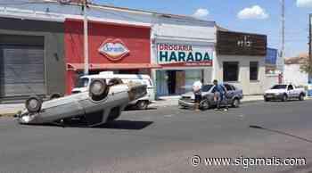 Carro capota no centro de Osvaldo Cruz | Polícia | Notícias - Siga Mais