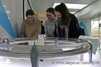 Touch-Tomorrow-Truck macht Halt am Gymnasium in Netphen: Mit ihren Gedanken bewegen die Schüler digitale Bälle - Netphen - Siegener Zeitung