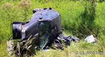 Motorista morre após carro cair em barranco, em Telêmaco Borba - G1