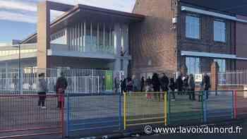 À Roost-Warendin, 140 élèves sèchent la reprise à l'école Salengro, fermée vendredi à cause du coronavirus - La Voix du Nord
