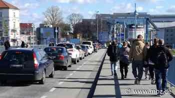 Corona-Krise: Staus an der Stadtbrücke in Frankfurt (Oder) vor der Grenzschließung - Märkische Onlinezeitung