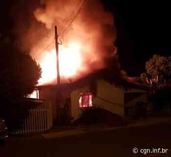 Incêndio destrói residência em Salto do Lontra - CGN