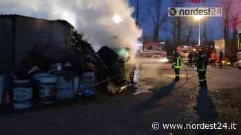 Incendio all'alba a Noale (VE): a fuoco una pala meccanica - Nordest24.it