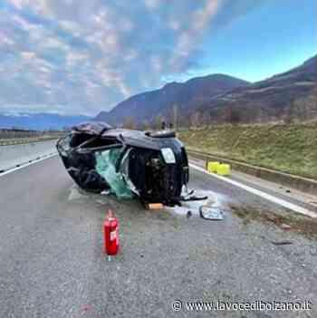Incidente in solitaria: si cappotta a Terlano sulla strada deserta - La Voce di Bolzano