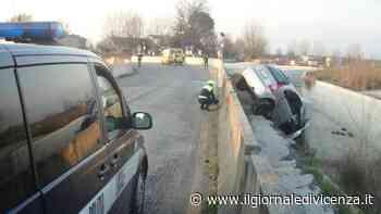 Auto contro muro e poi nel fosso Gravissimo 40enne - Il Giornale di Vicenza