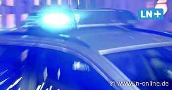 Großeinsatz - Unfall auf A 1: Lkw schiebt Golf 150 Meter vor sich her - Lübecker Nachrichten