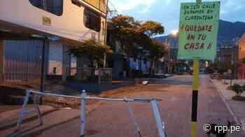 """""""Quédate en tu casa"""": vecinos de Carabayllo ponen tranqueras y letreros para hacer respetar la cuarentena - RPP"""