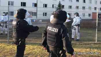 Polizei holt Störer aus Flüchtlingsunterkunft in Suhl - MDR