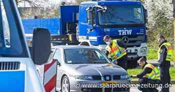 Lange Staus an der deutsch-luxemburgischen Grenze bei Perl - Saarbrücker Zeitung