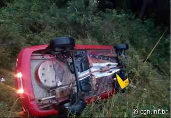 Caminhão invade pista e 'joga' carro para fora da rodovia, em Imbituva - CGN