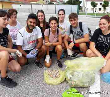 Con i ragazzi del muretto di Santa Maria di Sala, decine di volontari - La PiazzaWeb - La Piazza