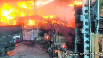 Incendio consume una bodega de materiales reciclados, en Ocoyoacac | El Gráfico - El Grafico