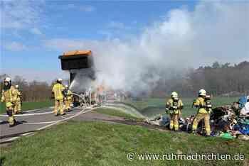Feuerwehr löschte brennenden Lkw eines Entsorgungsunternehmens - Ruhr Nachrichten
