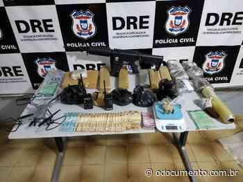 Traficantes do Parque Atalaia são presos com porções de drogas e objetos de origem ilícita - O Documento