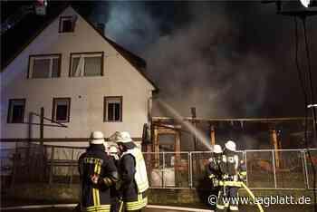 Feuer an Carport in Aidlingen sorgt für hohen Schaden - Schwäbisches Tagblatt
