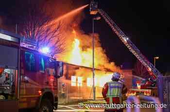 Brand in Donzdorf - Flammen zerstören Schreinerei – Schaden enorm - Stuttgarter Zeitung