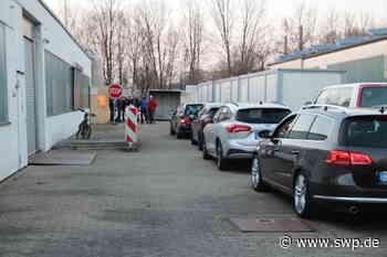 Corona-Drive-in-Zentrum Crailsheim: Schnell und sicher: Abstrich im Vorbeifahren - SWP