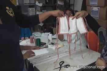 Denuncian que en el hospital de Guacara fabrican tapabocas con papel de kits de ginecología - El Nacional