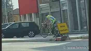 Ciclista in strada a Cerea, ma fermo sui rulli - L'Arena