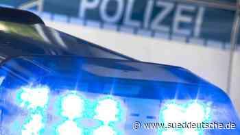 Drei Männer rauchen Marihuana neben der Polizeiwache - Süddeutsche Zeitung