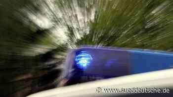 Jugendliche werfen Steine von Brücke und treffen Auto - Süddeutsche Zeitung